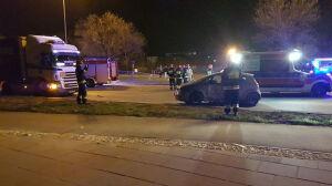 Karetka na sygnale i z pacjentem zderzyła się z dwoma autami