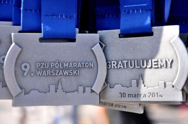 Medale dla uczestników półmaratonu Fundacja Półmaraton Warszawski