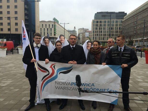 Przemysław Wipler ze współpracownikami mat. sztabu wyborczego