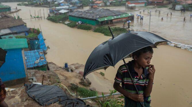 Woda zalewa jeden z największych obozów dla uchodźców na Ziemi