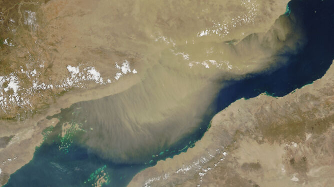 Burza piaskowa przesłoniła Morze Czerwone