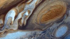 Zbliżenie na Wielką Czerwoną Plamę Jowisza.