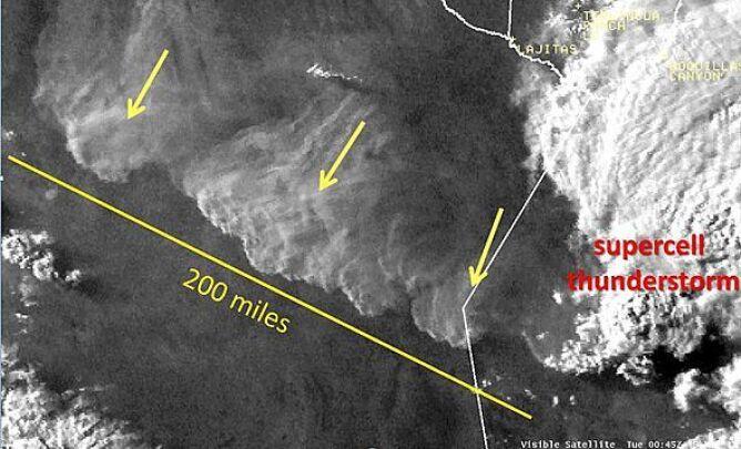 Widok satelitarny na burzę piaskową w Meksyku (National Weather Service)