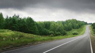 Polskie drogi mokre od deszczu. Sucho tylko na Dolnym Śląsku